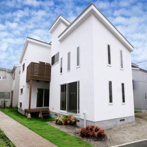 外観は洋風、内装は自然素材のナチュラル住宅