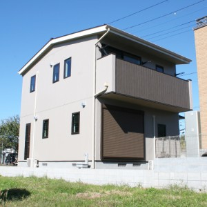 無垢材で仕上げたカフェのようなデザイナー住宅