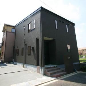 無垢のフローリングと和の造作が美しい快適住宅
