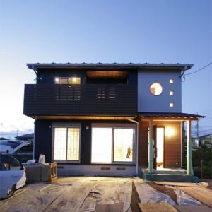 和風の丸窓や坪庭がある紀州ヒノキの注文住宅