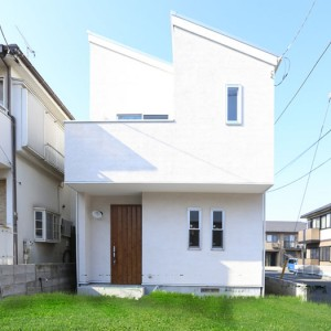 無垢材を豊富に用いた北欧風デザイナーズ住宅