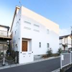 自然素材で創った6LDKのモダンな2世帯注文住宅