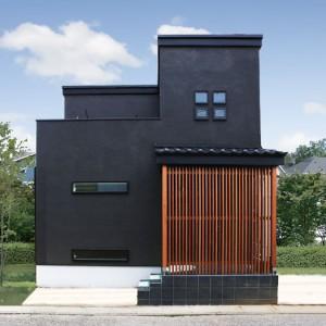 黒と無垢材にこだわった古民家風の和モダン住宅