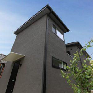 中庭から拡がる光と風が快適な洗練されたシンプルモダンな家