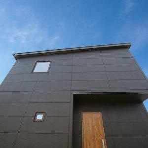 黒を基調とした大人カッコイイシンプルモダンの家